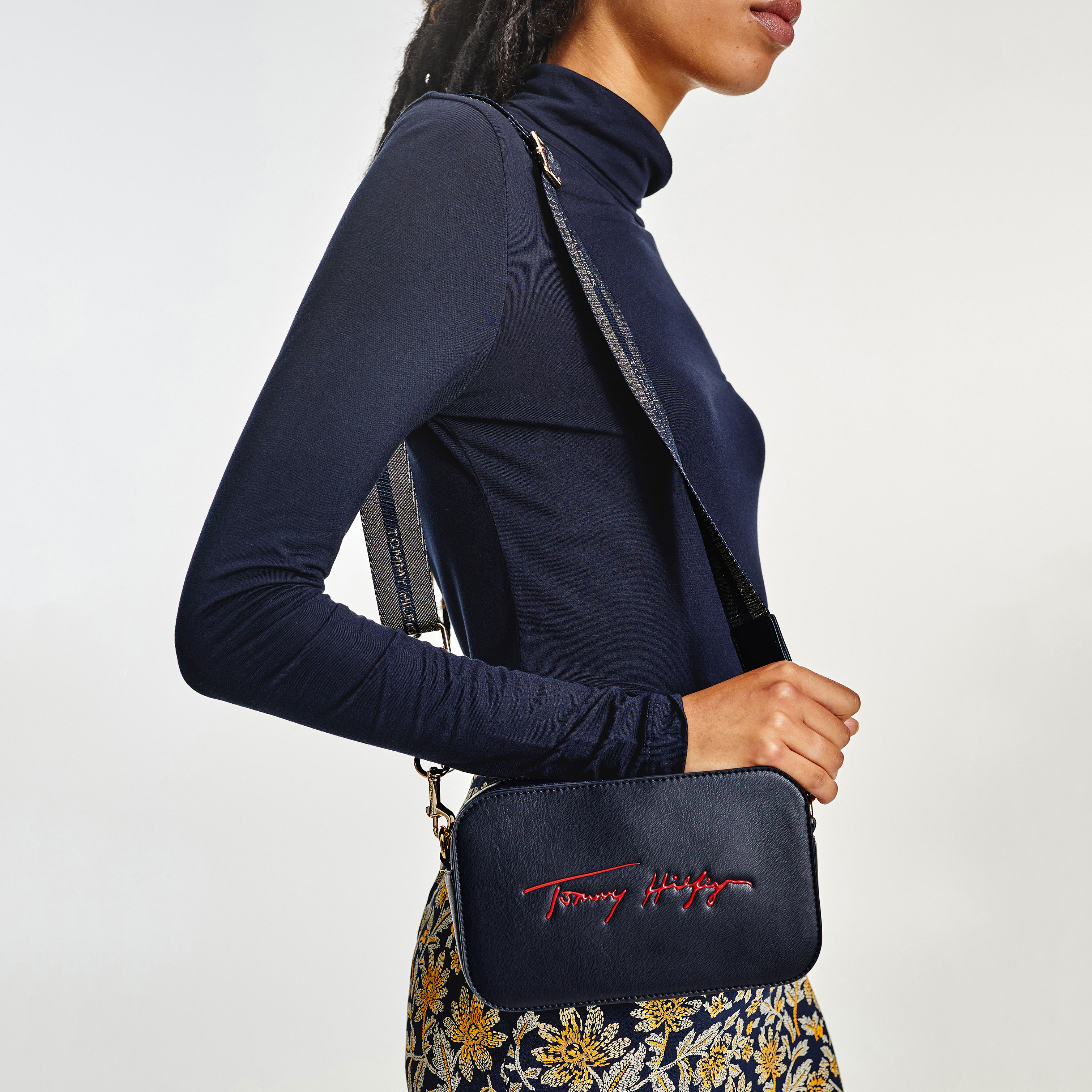 TOMMY HILFIGER Marroquinería Bandolera Iconic Tommy Camera Bag Sign AW0AW10464-DW5